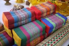 Thailändska stilkuddar Arkivbild