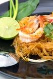 Thailändska stilnudlar, vadderar thailändskt Arkivfoton