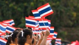 Thailändska studenter som deltar ceremonin av 100. aniversary av Arkivbild