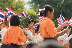 Thailändska studenter som deltar ceremonin av 100. aniversary av Arkivfoto