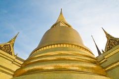 Thailändska Stupa i Wat Phra Kaeo Fotografering för Bildbyråer