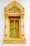 Thailändska tempelfönster Arkivbild