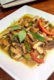 Thailändska vegetariska matShiitakechampinjoner med grön curry Royaltyfri Foto