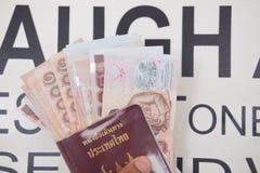 Thailändskt bad för pengar 1000 med passet Royaltyfri Bild