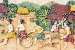 Thailändskt barn som spelar backgound i watpho Royaltyfria Bilder