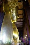 Thailändskt buddistisk staty för vila Arkivfoto