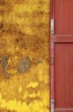 Thailändskt forntida dörrhus. Arkivfoton