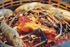 Thailändskt grillfestbuffégriskött, kött, skaldjur royaltyfri foto