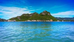 Thailändskt hav och ö Arkivfoto