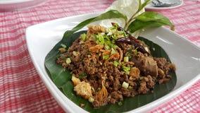 Thailändskt kryddigt finhackat griskött är kryddig andsour Royaltyfria Bilder
