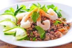 Thailändskt kryddigt griskött och shtimpsallad Royaltyfria Foton