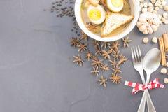 Thailändskt matKai-PA-lo med kryddor på textursvartbakgrund Royaltyfria Foton