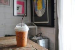 Thailändskt med is te för lokal mat royaltyfri fotografi