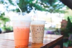 Thailändskt med is te och med is kaffe med mjölkar Royaltyfria Bilder