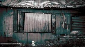 Thailändskt stilhus i slumkvarteret Royaltyfri Fotografi