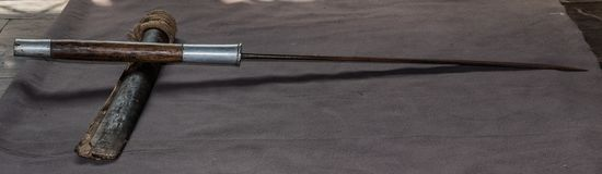 Thailändskt svärd av gammelfarfadern, släkt- svärd royaltyfri fotografi