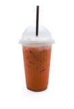 Thailändskt te i plast- exponeringsglas Arkivfoto