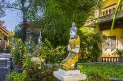 Thailändskt tempel i chiangmaien, Thailand royaltyfri bild