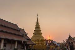 Thailändskt tempel i Lamphun Arkivbild