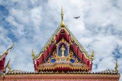Thailändskt tempel med oklarheten Royaltyfria Bilder