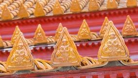 Thailändskt tempeltak med den thai ängellättnadsdetaljen Royaltyfri Foto