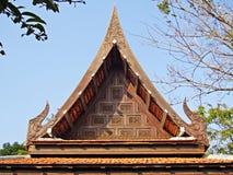 Thailändskt trä sniden prydnad Royaltyfria Bilder