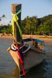 Thailändskt träfartyg med motorn Royaltyfri Fotografi
