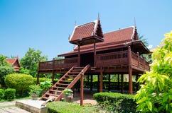 Thailändskt trähus Royaltyfri Bild