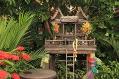 Thailändskt traditionellt träandehus Arkivbild