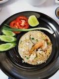 Thail?ndska stekte ris med r?ka royaltyfri foto