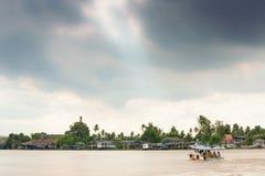 Thailand's flod av liv Enkel livstil, härligt forntida Royaltyfri Foto