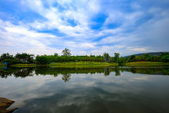 Thailand湖反射 免版税库存照片