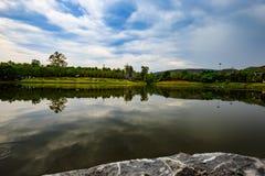 Thailand湖反射 免版税库存图片