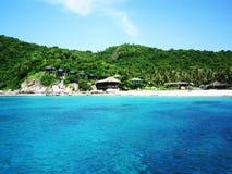 Thailand. Ö. Crystal blått bevattnar och panorama- Arkivbild