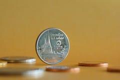 Thailand 1 Bahtmuntstukken achter Royalty-vrije Stock Foto's