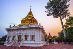 THAILAND-APRIL, 26: Lugar do templo do pagode de Wat Khua Mung no distrito Chiang Mai de Saraphi TAILÂNDIA ABRIL, 26 2017 Imagem de Stock