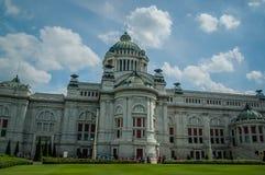 Thailand-Architekturhimmelblaugebäude Lizenzfreies Stockbild