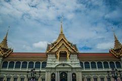 Thailand-Architekturhimmelblaugebäude Lizenzfreie Stockfotografie
