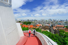 Thailand - 9. August 2017:: der goldene Berg in Wat Saket-Tempel Stockfotos
