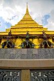 Thailand Azië in de hemel en de kleur van dak wat paleizen Royalty-vrije Stock Foto