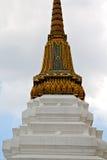 Thailand Azië in van de de regentempel van Bangkok de paleizenhemel wat Royalty-vrije Stock Afbeeldingen