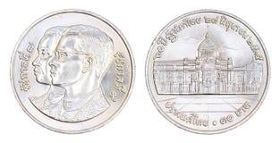 Thailand 10 baht mynt, 1992 som isoleras Arkivfoto