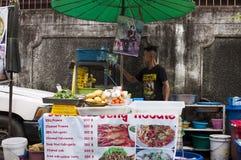 Thailand, Bangkok De verkoper van het straatvoedsel Stock Afbeeldingen