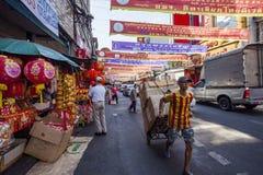 THAILAND BANGKOK - 24. FEBRUAR: Nebenstraßeshop in yaowarat bangko Lizenzfreie Stockfotos