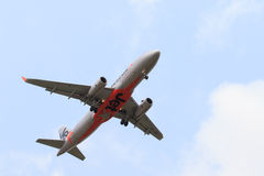 THAILAND,BANGKOK-MAR 3:Jetstar airline plane flying above suvarn Stock Image