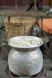 Thailand Bangkok som lagar mat täcker med en plasthinna för silke Royaltyfri Bild