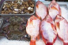 Thailand, Bangkok, zeevruchten voor verkoop op de straat Stock Foto's