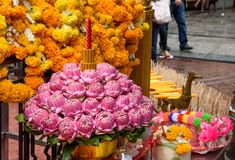 Thailand Bankok San Phra Phrom, Erawan-Glanz, 4 Gesichter Buddha, 4 stellte Buddha gegenüber und betete Stockbild