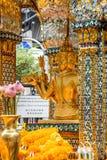 Thailand Bankok San Phra Phrom, Erawan-Glanz, 4 Gesichter Buddha, 4 stellte Buddha gegenüber und betete Stockfotografie