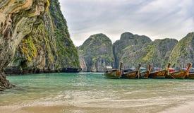 Thailand-Barkassen im Landschaftsbild Stockfoto